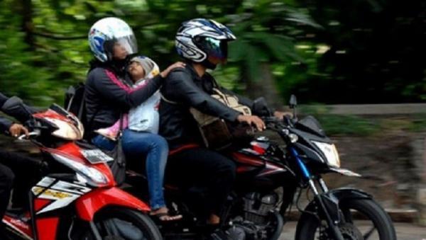 Bonceng Anak Kecil Bersepeda Motor, Ini yang Wajib Diperhatikan