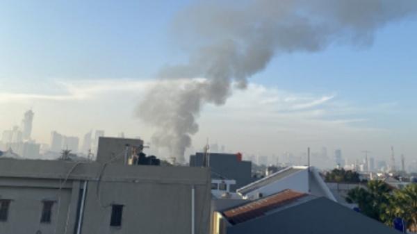 Kebakaran di Kota Bambu Selatan, 18 Unit Damkar Dikerahkan