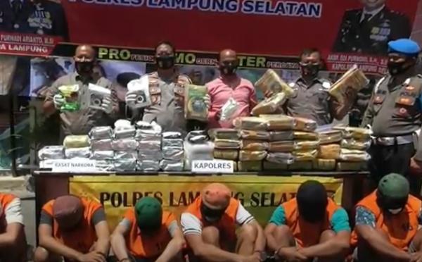 Penyelundupan Ganja 42 Kg dalam Buku Pelajaran Digagalkan di Lampung