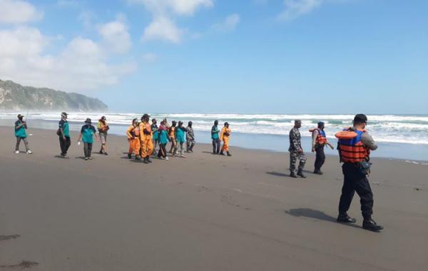 Hari Pertama Pencarian Korban Tenggelam Pantai Parangtritis Nihil, Dilanjutkan Besok Pagi