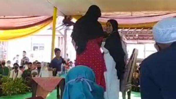 Detik-Detik Syekh Ali Jaber Ditusuk Orang Tak Dikenal saat Tablig di Bandar Lampung