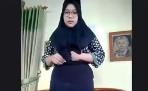 Video Viral Mahasiswa Baru Unesa Dibentak Senior saat Ospek Online