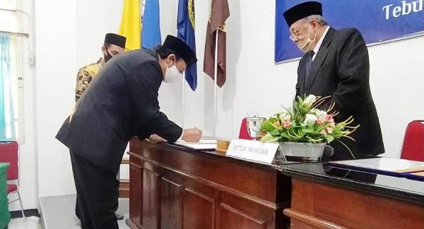 Gantikan Gus Sholah, Prof Haris Supratno Dilantik sebagai Rektor Unhasy Tebuireng