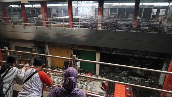 Puluhan Lapak Pedagang Pasar Wage Purwokerto Hangus Terbakar