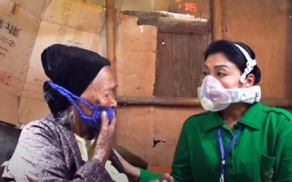 Kisah Rokhimah, Nenek Sebatang Kara di Magelang yang Hidup Ditemani Ayam Kesayangan