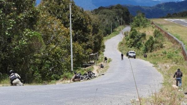 Pasukan TNI Polri Kejar Gerombolan Lesmin Waker, Diduga Melarikan Diri Dibantu Kelompoknya
