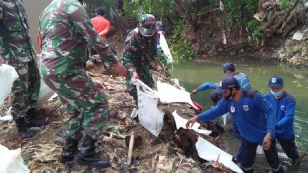 Antisipasi Banjir, 2 Ekskavator Dikerahkan Keruk Lumpur di Kali Mampang Jaksel