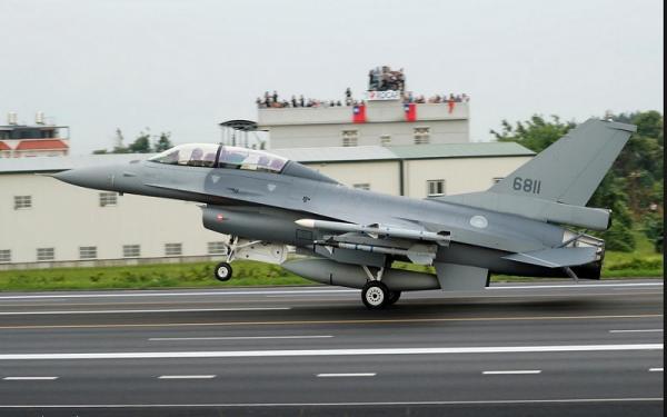 Jet-Jet Tempur Taiwan Mendarat di Jalan Raya, Ada Apa?