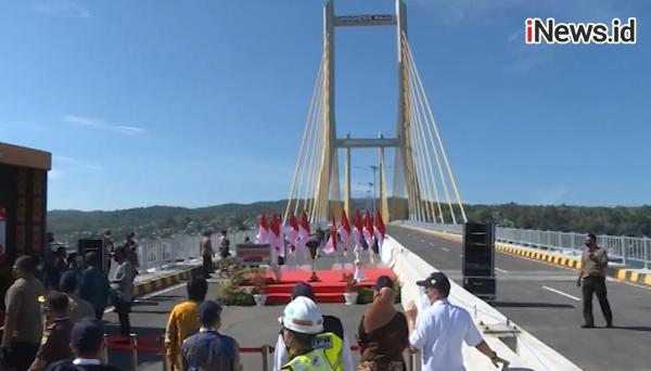 Video Presiden Jokowi Resmikan Jembatan Teluk Kendari