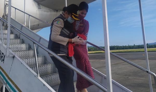 Penampakan Penumpang Melahirkan di Pesawat Lion Air JT 797 Mendarat di Bandara Pattimura