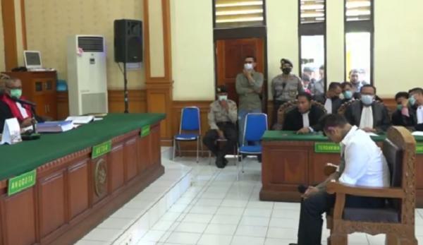 Divonis 1 Tahun 2 Bulan Penjara, Jerinx Tertunduk Lemas