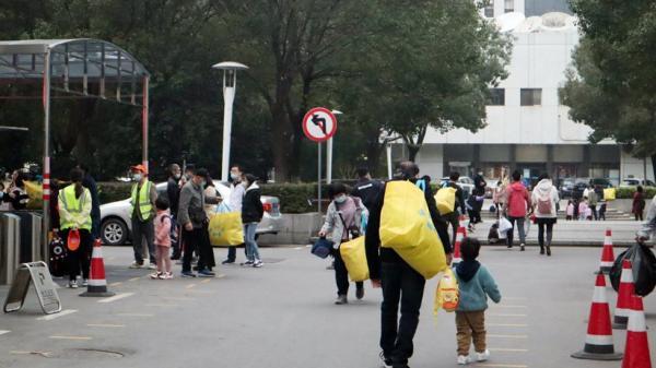 Anak Pasien di Wuhan Minta Bertemu Tim Ahli WHO yang Sedang Selidiki Asal-usul Covid