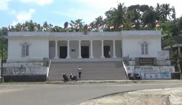 Unik, Bangunan Kantor Desa di Pacitan Ini Mirip Istana Merdeka Jakarta