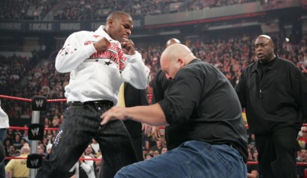 Sadis, Pukulan Maut Floyd Mayweather Jr Hancurkan Hidung Pegulat WWE