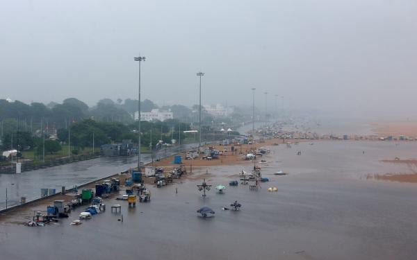 India Dihantam Bencana Alam Topan Nivar Saat Angka Infeksi Covid-19 Terus Meninggi