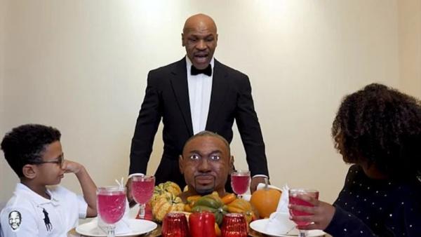 Sebelum Duel di Ring, Mike Tyson Gigit Kuping Roy Jones Jr