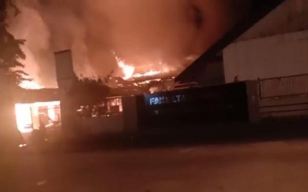 Hasil gambar untuk kampus fakultas teknik unanda palopo terbakar