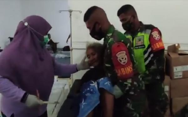 Pengungsi Erupsi Gunung Ile Lewotolok Mulai Sakit, Lansia Dievakuasi ke Rumah Sakit