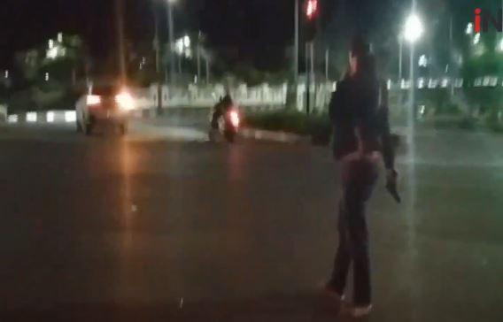 Video Polisi Lepas Tembakan ke Udara Bubarkan Balap Liar di Duren Sawit Jaktim