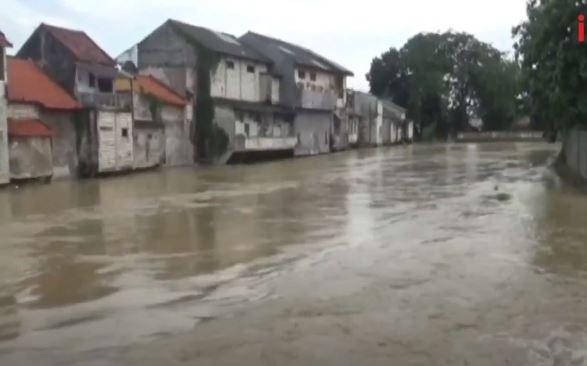 Video Banjir Rendam Kota Sampang, Aktivitas Warga Terganggu