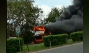Video Bus Rombongan Peziarah Terbakar di Tol Tangerang-Merak