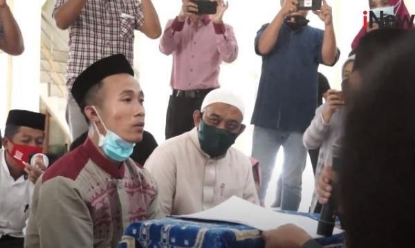 Video Pelanggar Qanun Syariat Aceh Masuk Islam sebelum Dicambuk