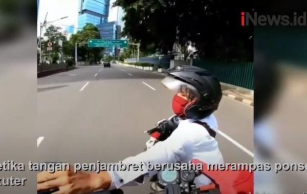 Detik-Detik Jambret Rampas Ponsel Pemain Skuter di Bundaran HI Jakpus