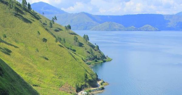 Bukit Siadtaratas, Tempat Terbaik Menikmati Keindahan Danau Toba