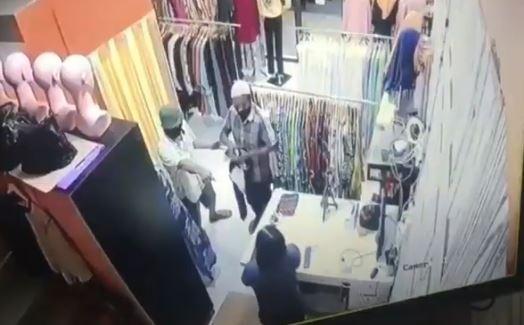 Rekaman CCTV Aksi Perampokan Sadis di Batam, 2 Pelaku Ditembak Polisi