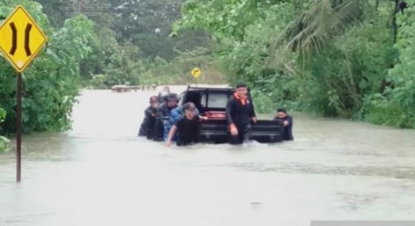 Prihatin Banjir-Longsor Tanjungpinang, Gubernur Isdianto Minta Warga Bersabar