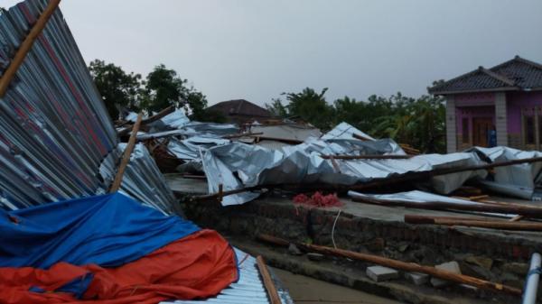 278 Rumah di Desa Silangit Cirebon Rusak Disapu Puting Beliung
