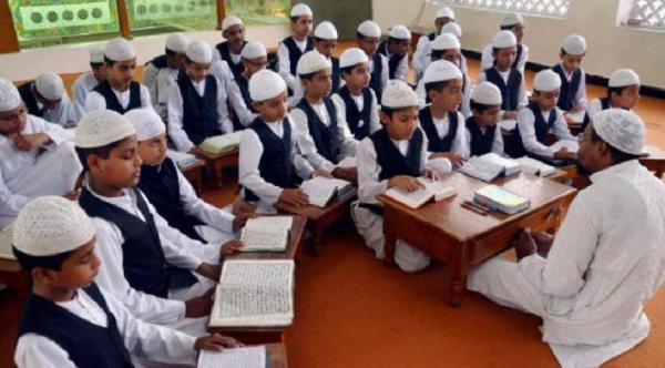 Sekolah Islam Dihapus, Menteri: Kita Butuh Lebih Banyak Dokter daripada Imam Masjid