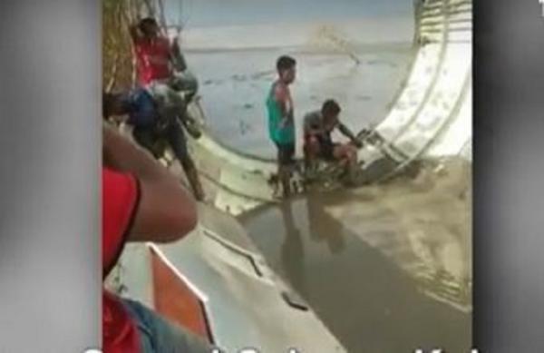 Tim Gabungan Berangkat ke Lokasi Penemuan Bangkai Pesawat Diduga AirAsia di Teluk Ranggau Kobar