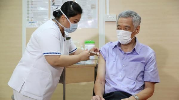 PM Singapura Lee Hsien Loong Disuntik Vaksin Covid-19