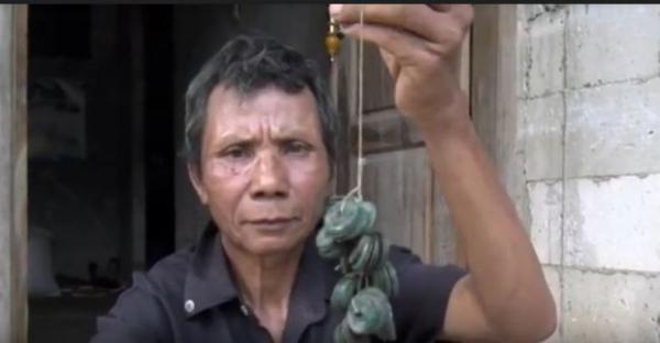 Petani di Pekalongan Temukan Ribuan Koin Kuno saat Mencangkul di Sawah