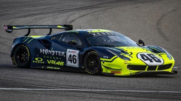 Intip Aksi Valentino Rossi Balapan Pakai Ferrari di Bahrain