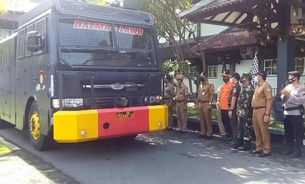 Hari Pertama PPKM, Pemkab Karangayar Lakukan Penyemprotan Massal di 17 Kecamatan