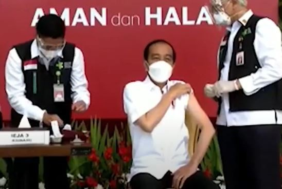 Video Presiden Jokowi Jalani Vaksin Covid-19 Pertama di Indonesia