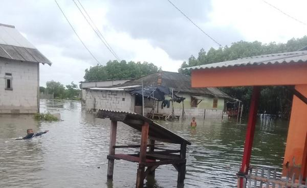 Permukiman di Muara Gembong Digenangi Banjir Rob
