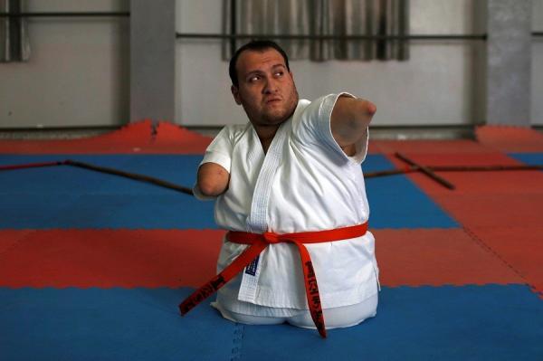 Inspiratif! Pria Palestina Unjuk Kemahiran Karate walau Tanpa Kaki dan Tangan