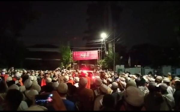 Pelayat Terus Berdatangan, Kapolres Jaksel Minta Warga Doakan Habib Ali dari Rumah Masing-Masing