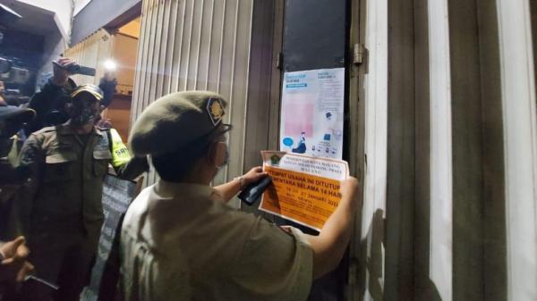Langgar Jam Operasional, Kedai Kopi di Malang Disegel Satpol PP