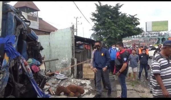 Polisi Olah TKP Kecelakaan Maut yang Tewaskan 3 Orang di Jalan Raya Semarang-Bawen