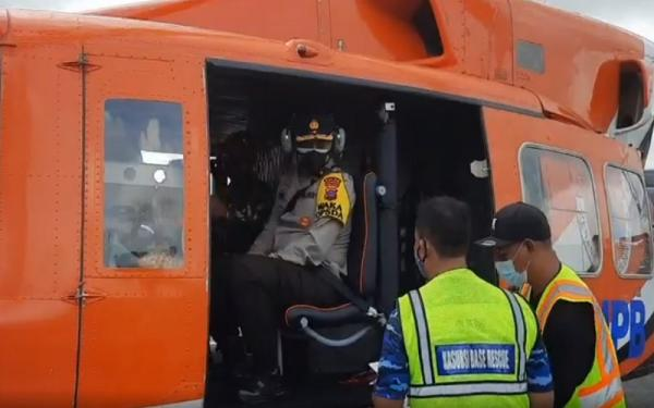 Dari Helikopter, Wakapolda Kalsel Tinjau Lokasi Terisolir Banjir