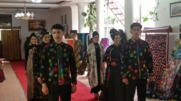 Terinspirasi Covid, Perajin Batik di Pesisir Selatan Buat Batik Korona