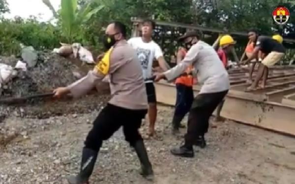 Beredar Video Kapolsek Mataraman Tarik Kerangka Jembatan Darurat di Banua