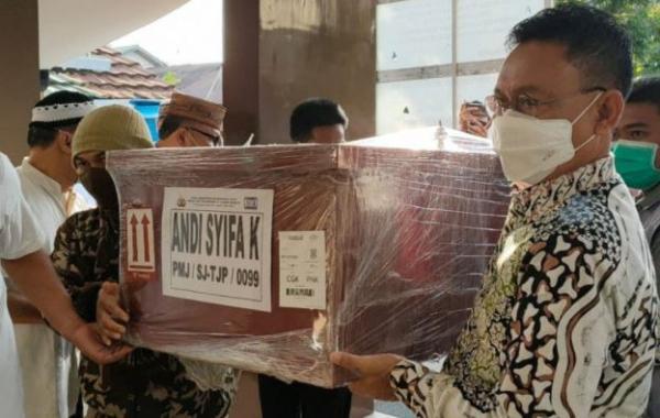 Duka Iringi Pemakaman Jenazah Syifa Penumpang Sriwijaya Air SJ-182 di Pontianak