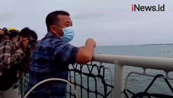 Video Tangis Haru Keluarga Korban Sriwijaya Air saat Tabur Bunga di Kepulauan Seribu