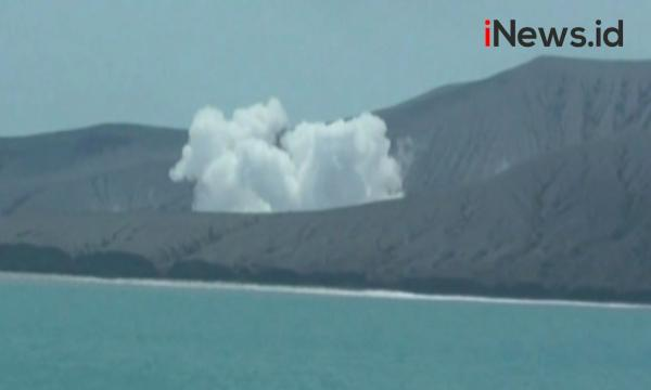 Video Erupsi Gunung Anak Krakatau Berstatus Waspada