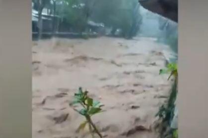 Detik-Detik 2 Sungai Besar Meluap, Kota Manado Dilanda Banjir